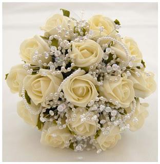 buket tangan pengantin bunga buatan mawar putih