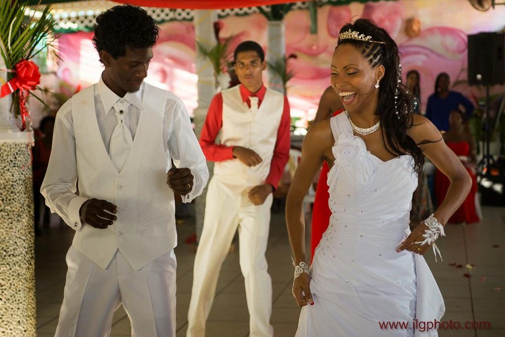 les mariés dansent la bachata