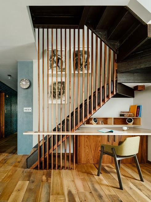 Design Dilemma kleine Wohnung - Raum unter Treppe mit Schreibtisch und Gästebett füllen