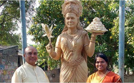 Sonia Gandhi Statue