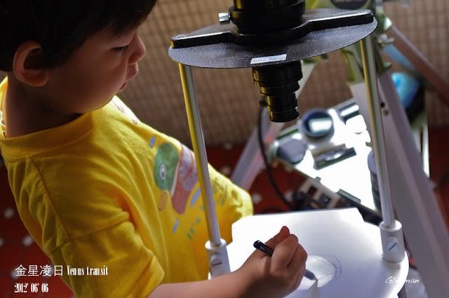金星凌日 Venus transit 2012/ 小朋友雖然不會畫,但仍試著描繪。