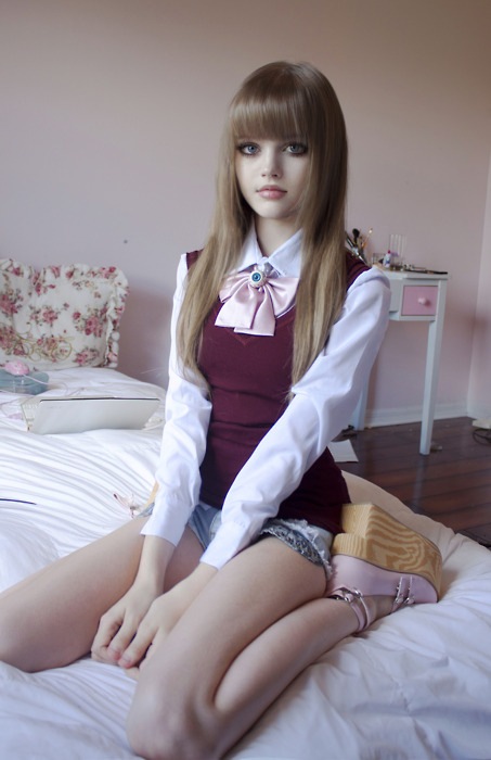 NovaShare: Cewek Imut yang Mirip Boneka Barbie