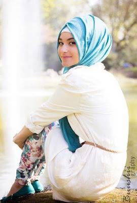 Busana Muslimah Terbaru Model Legging dan Blus Casual Islami