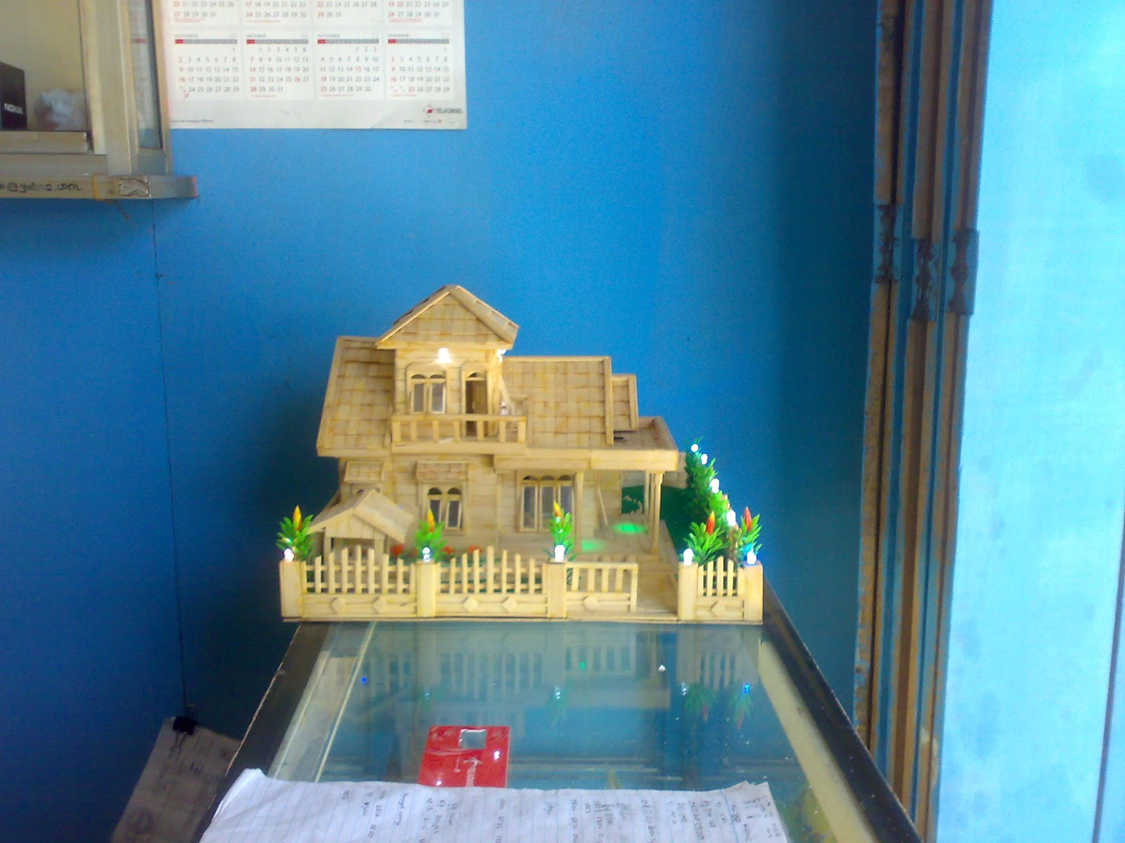 Rumah Dari Stik Es Krim ini di jual dengan Harga Rp. 700.000 Nego
