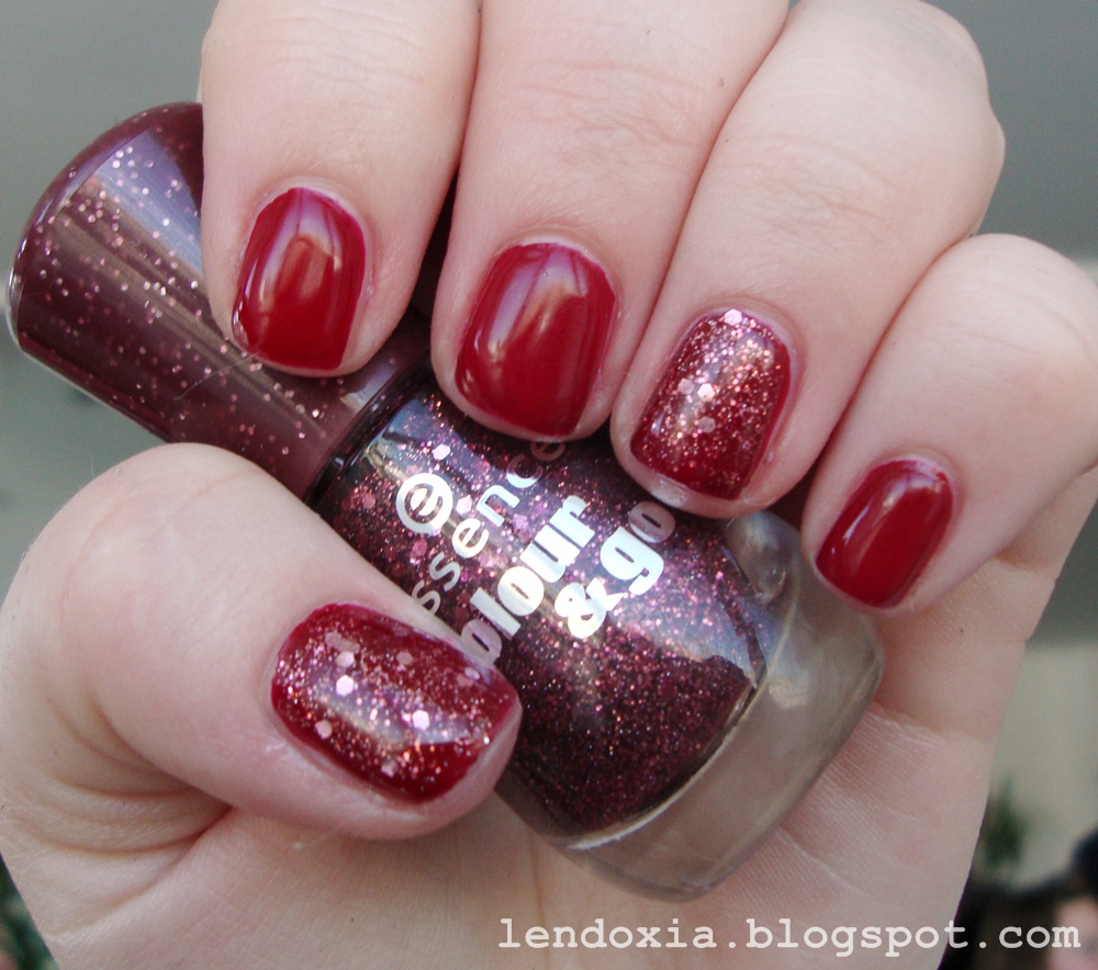 essence gel nails manikura crvena sa glitterom