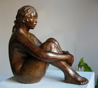 Style figuratif jeune fille nue assise, pudique