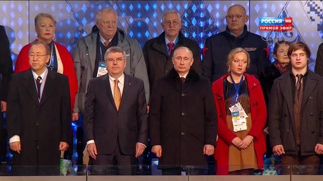 На спящего Медведева, нераскрывшуюся звездочку и девушку в красном возле Путина смотреть не интересно.