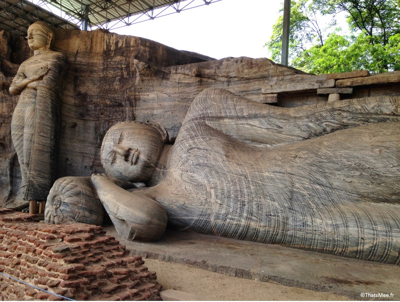 Polonnaruwa Gal Vihariya Bouddha couché Sri-Lanka temple triange culturel sacré