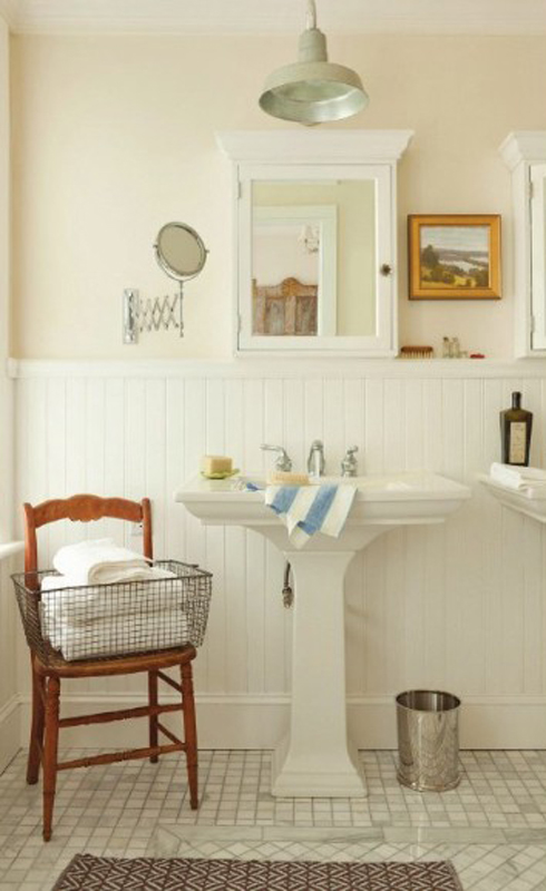 Pedestal sink bathroom - Em for Marvelous -