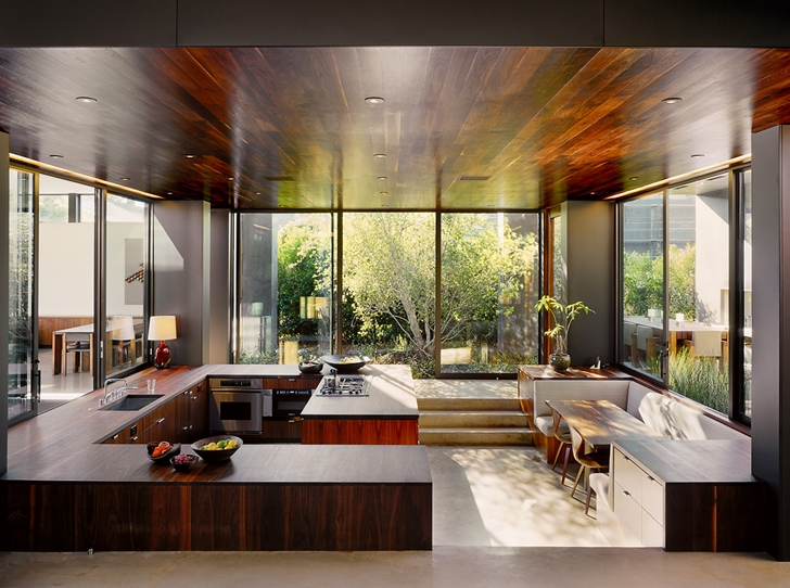 Sunken kitchen in Vienna Way Home by Marmol Radziner