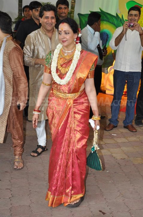 Hema Malini at esha deol wedding - (11) - Esha Deol Marriage Pics