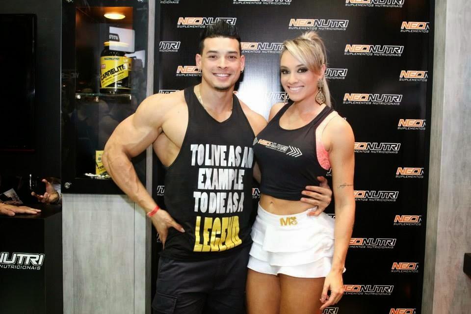 O casal fitness Felipe Franco e Juju Salimeni na ExpoNutrition 2013 Foto: Divulgação
