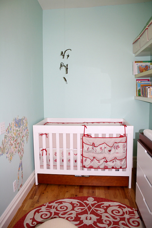 15 small baby nursery design inspiration small nursery ideas for Small nursery design