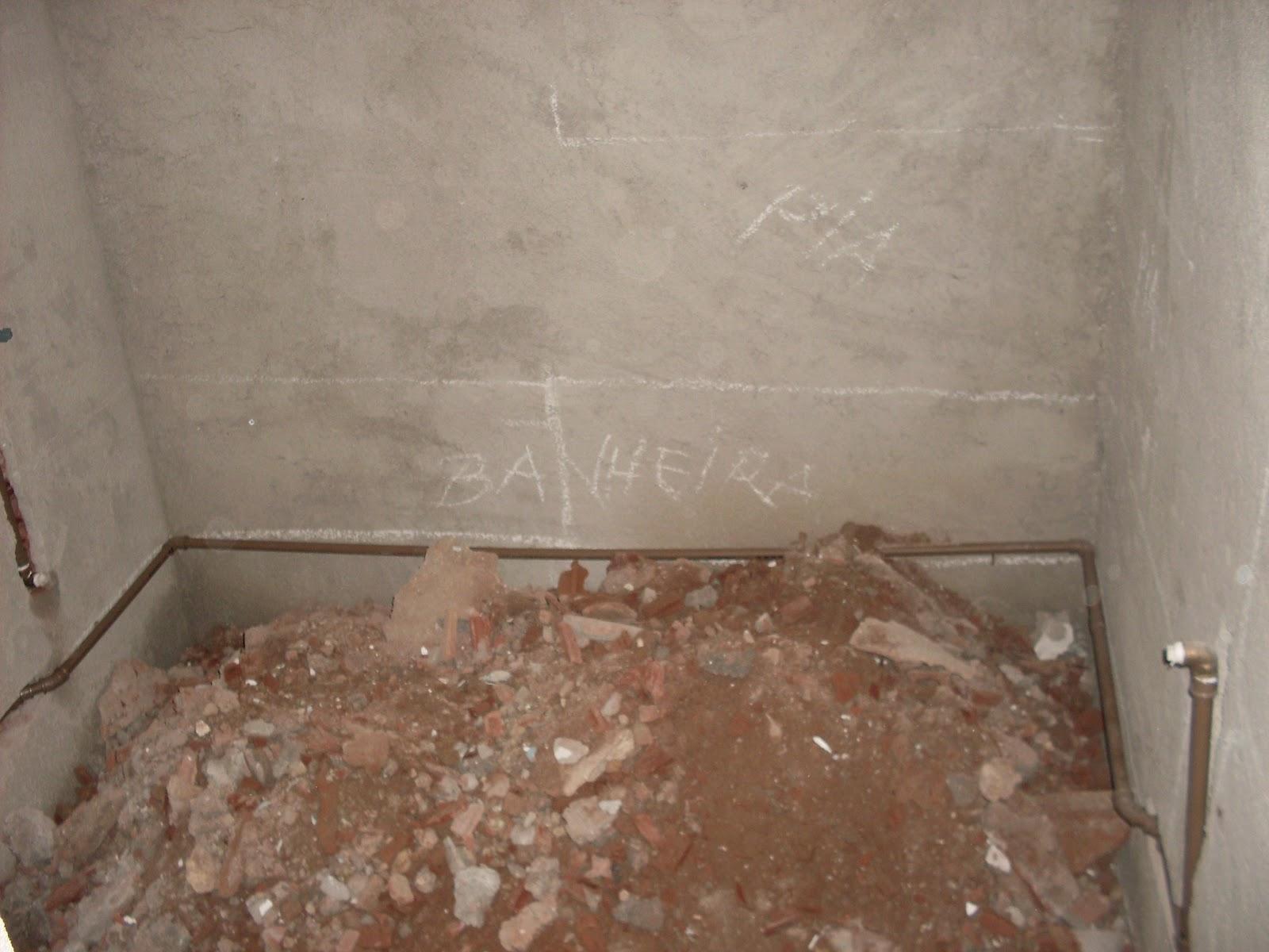 da pia e banheira. A banheira ficará ali mesmo onde está marcado #6B4D3B 1600 1200