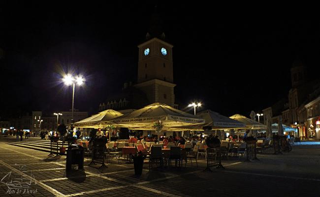 piata sfatului brasov seara