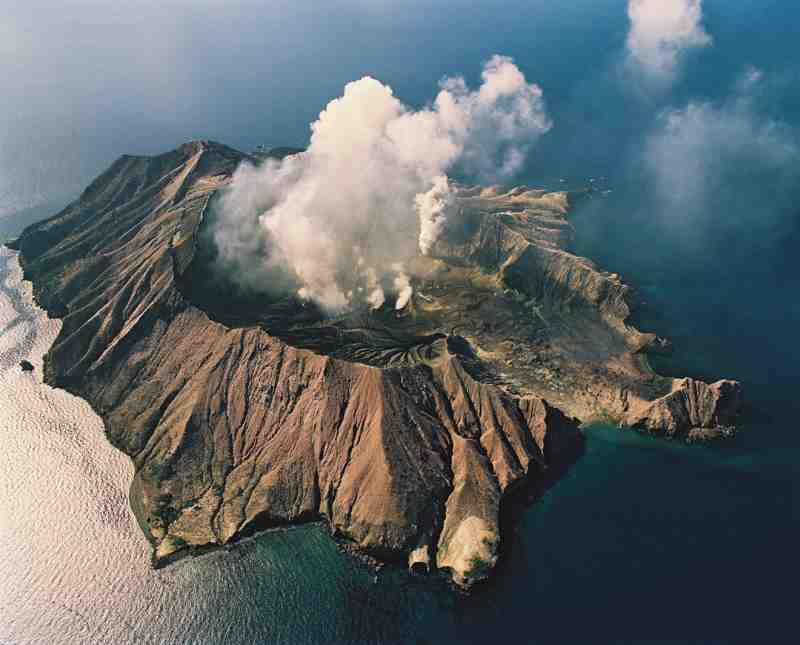 Sciency Thoughts: Volcanic activity on White Island, New ...