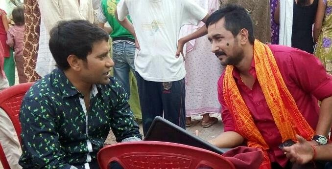 Dinesh Lal Yadav 'Nirahua and Sanjay Pandey on the Set of Bhojpuri movie Raja Babu