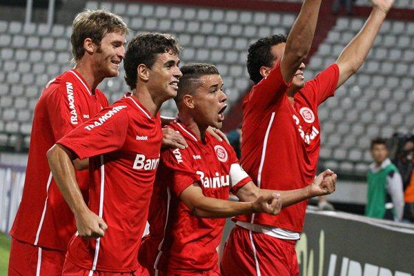 Internacional avança na Taça Libertadores, Colorado na Libertadores 2012,Time do Internacional comemora vaga na Libertadores 2012