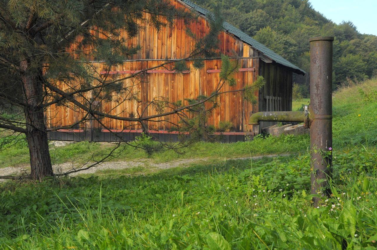 obora i stara studnia przy leśniczówce w Sąspowie