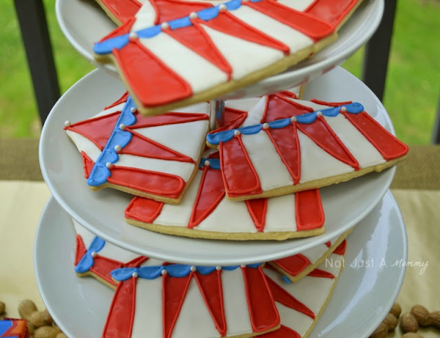 Run Away With The Circus party table carnival cookies