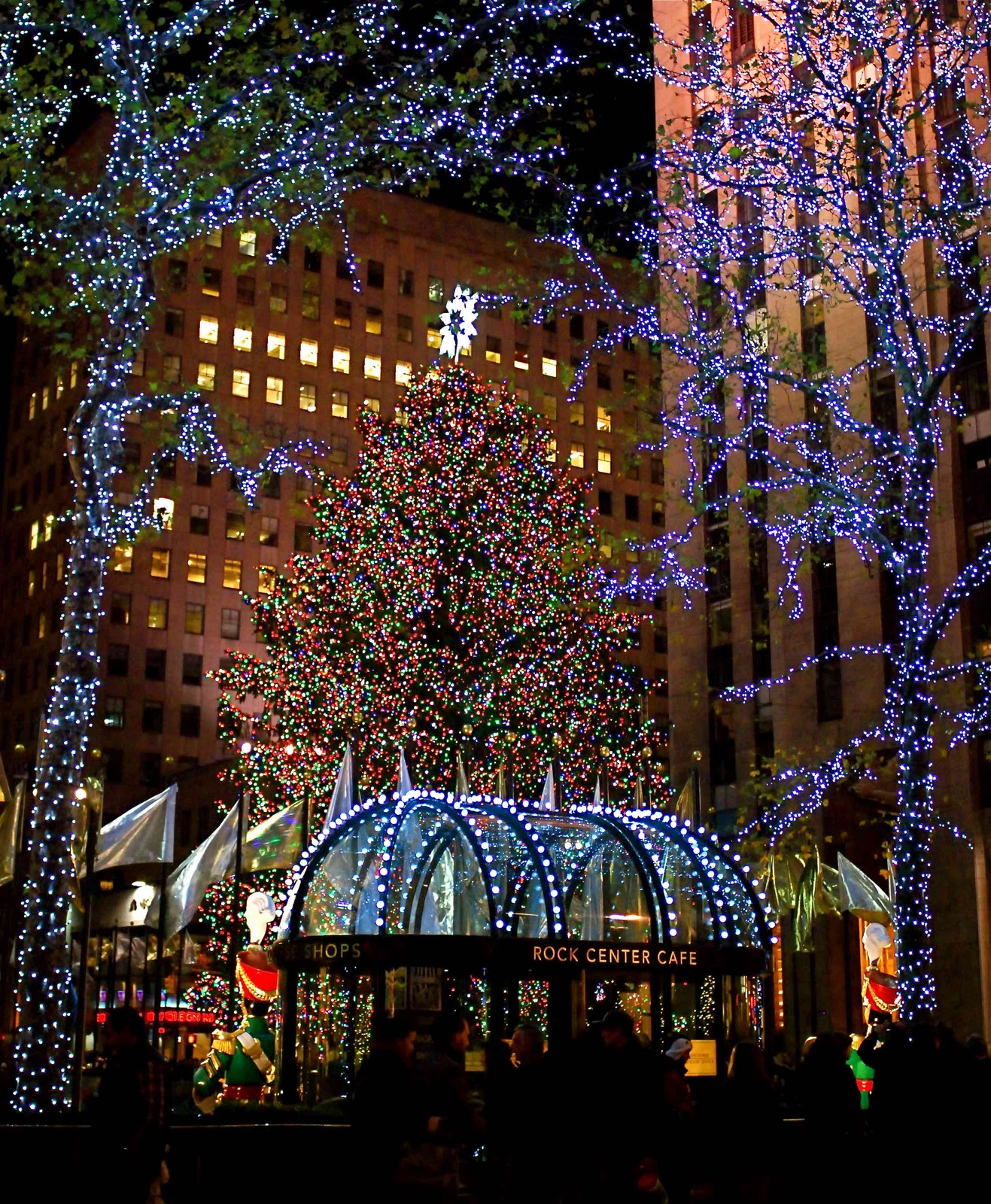 NYC ♥ NYC: Rockefeller Center Lights The Iconic Christmas Tree