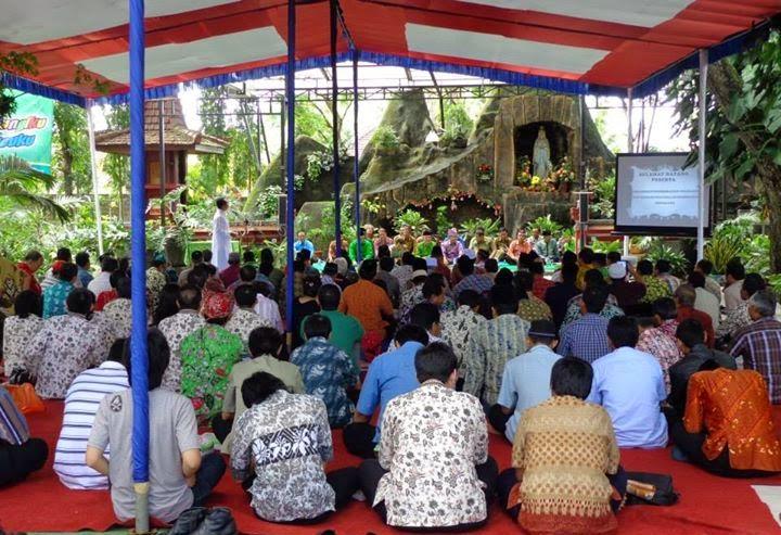Pertemuan lintas agama di Gua Maria Curahjati, Banyuwangi.