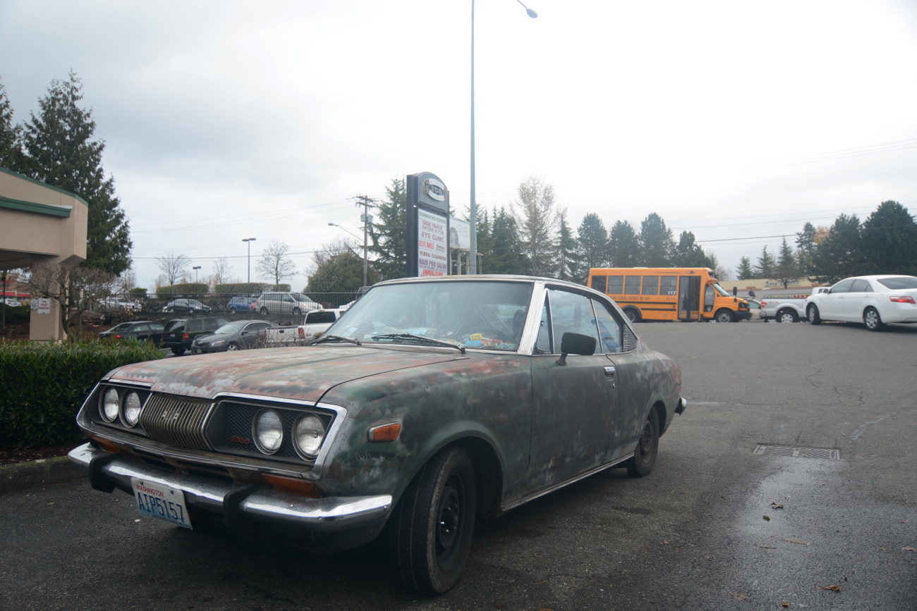 OLD PARKED CARS.: 1971 Toyota Corona MkII.