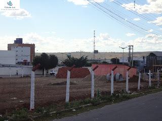 Canteiro de obras em terreno no bairro Triângulo.