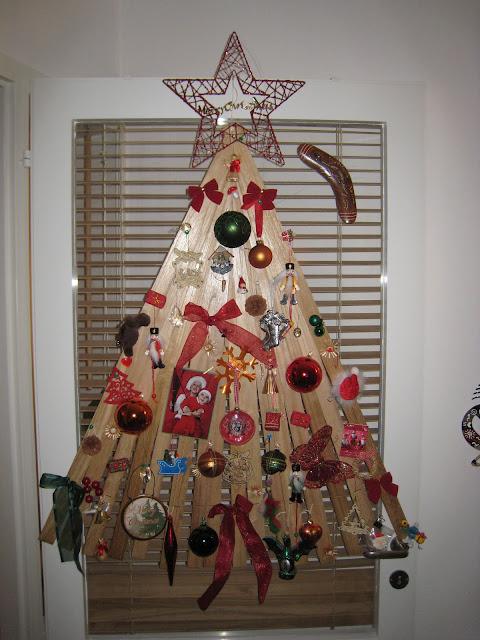 Venetian blind Christmas tree