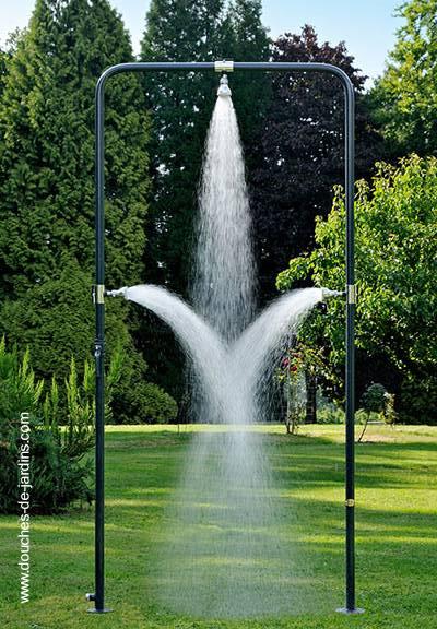 Arquitectura de casas duchas de piscina y exteriores for Piletas de agua para jardin