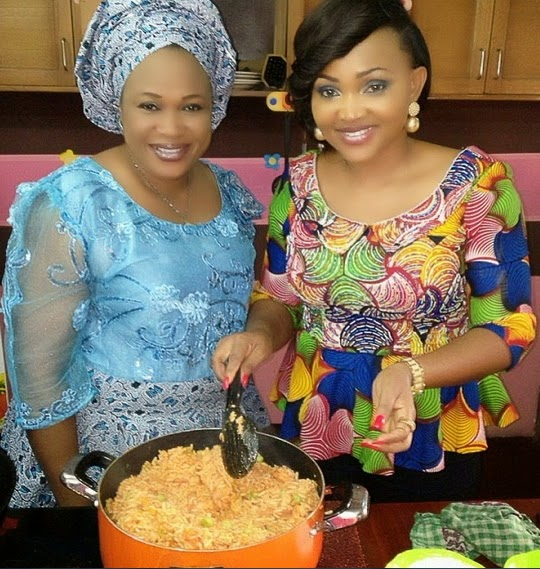 mercy aigbe cooking jollof rice