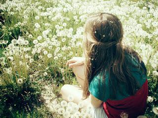 menina campo flores
