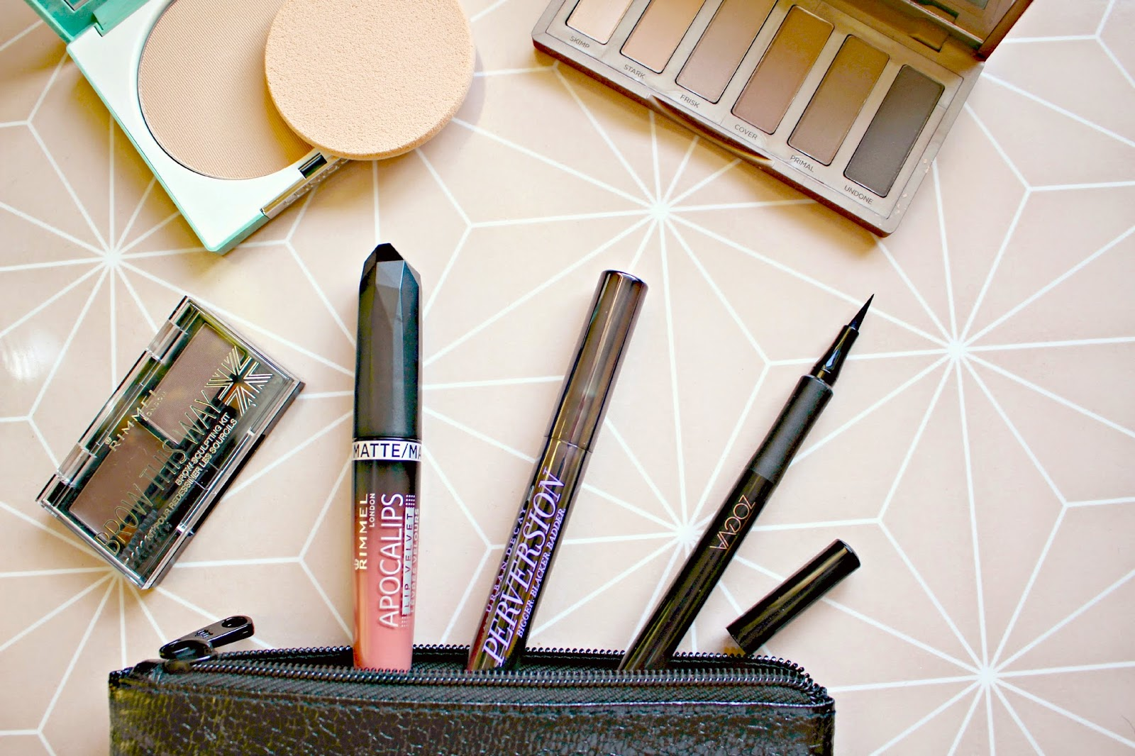 I find snooping through my friends or fellow bloggers makeup bags is a real incite into their beauty routine. It shows the products that a girl loves so ...