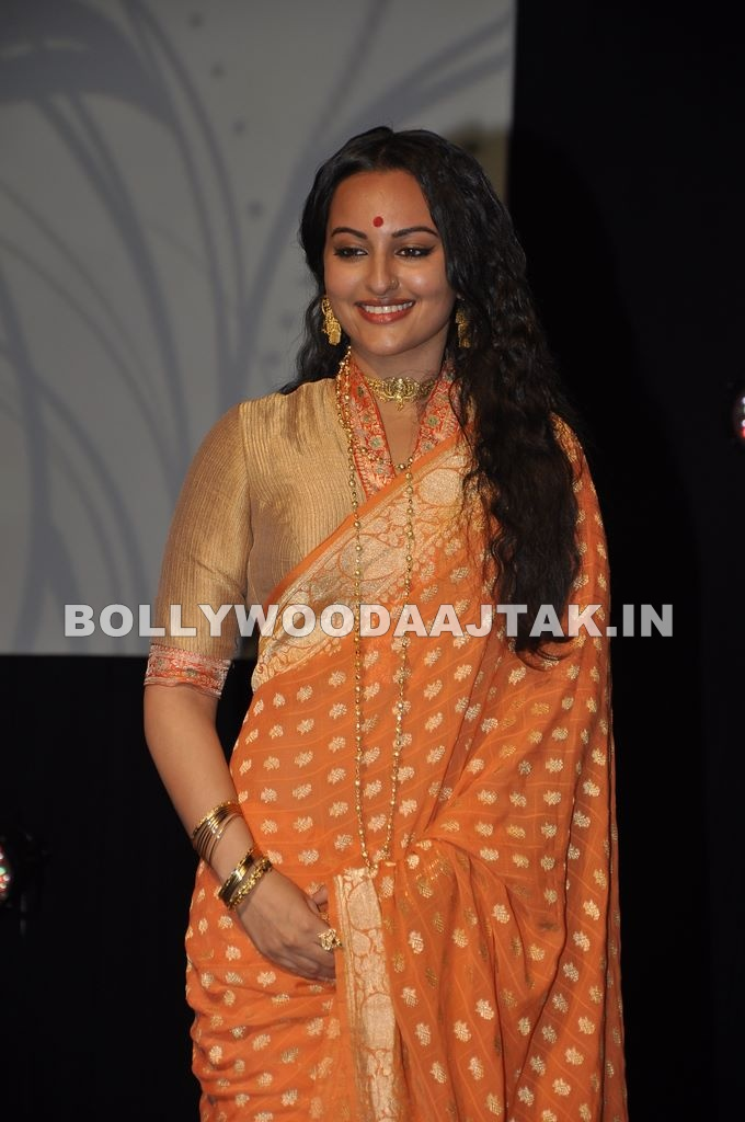 Sonakshi Sinha1 - Sonakshi Sinha in Marathi Golden Saree at the launch of movie Lootera