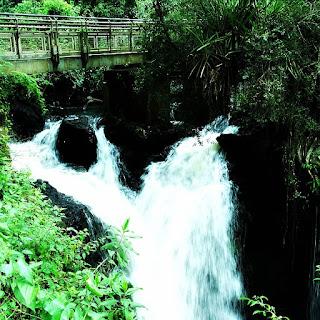 Salto Alvar Nunes, Parque Nacional de Iguazú, Argentina. Rochas junto à cabeceira do Salto Alvar Núñes.