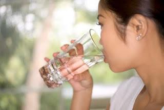 Minum Air putih / air mineral - [www.zootodays.blogspot.com]