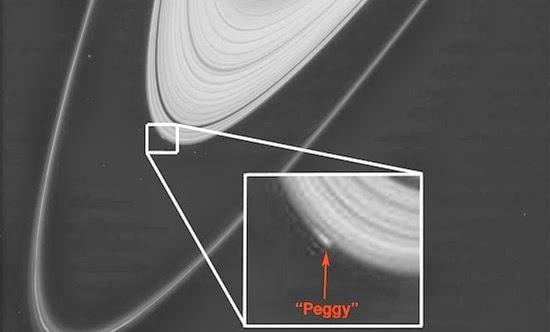 Penemuan Obyek Aneh di Cincin Saturnus