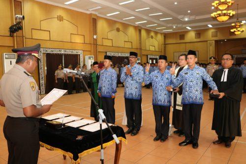 233 Orang Diambil Sumpah/Janji PNS Poldasu Pengangkatan TA 2013 dan 2014