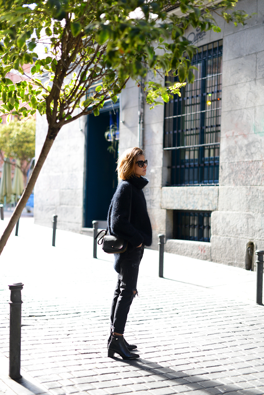 the petticoat madrid streets total black fuzzy chunky jumper 2