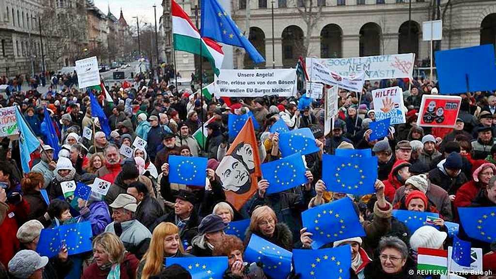 """Húngaros dizem não a Putin e ao """"namoro"""" de Orban com o chefe do Kremlin"""