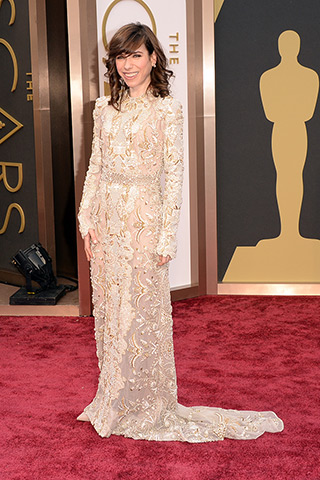 http://www.style.com/peopleparties/parties/slideshow/redcarpet-030214_oscars_2014/?iphoto=31