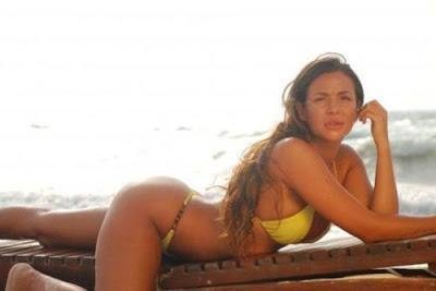 http://3.bp.blogspot.com/-8ih8E8tXPtY/T6jan3P7aqI/AAAAAAAABwc/2KIItQGmfP4/s1600/julia+orayen+bikini.jpg