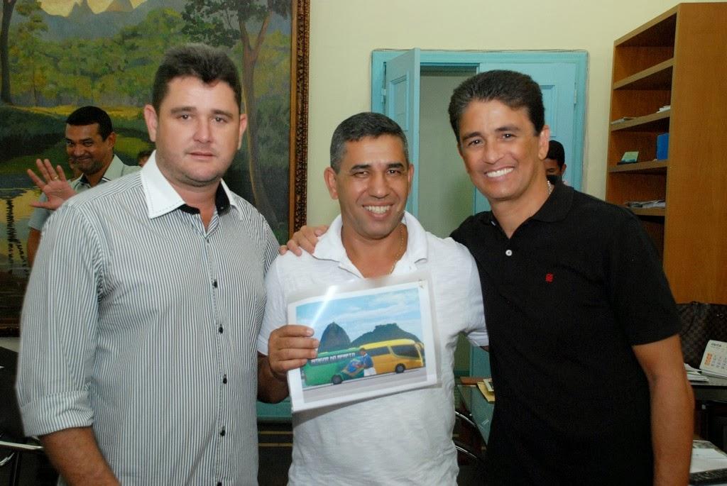 Prefeito Arlei, secretário de Esportes e Lazer, Luiz Carlos Oliveira, e o deputado estadual Bebeto
