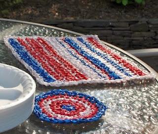 http://translate.googleusercontent.com/translate_c?depth=1&hl=es&rurl=translate.google.es&sl=en&tl=es&u=http://www.petalstopicots.com/2012/05/plarn-placemats-and-coasters-crochet-pattern/&usg=ALkJrhhUCMlV5m2pNsazG8i-C_9LH-ZjYw
