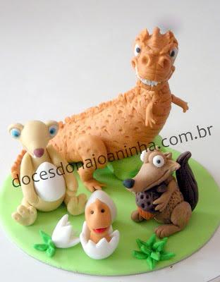 Topo de bolo Sid Scrat Mamãe Dinossauro e filhote de dinossauro saindo do ovo Personagens do filme A Era do Gelo 3 modelados em açúcar