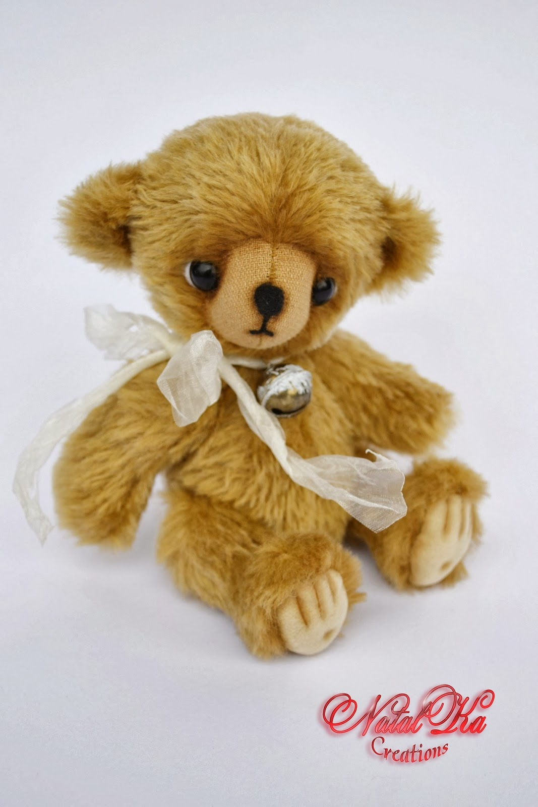 Künstler Teddybär handgemacht von NatalKa Creations. Artist teddy beat handmade by Natalka Creations.