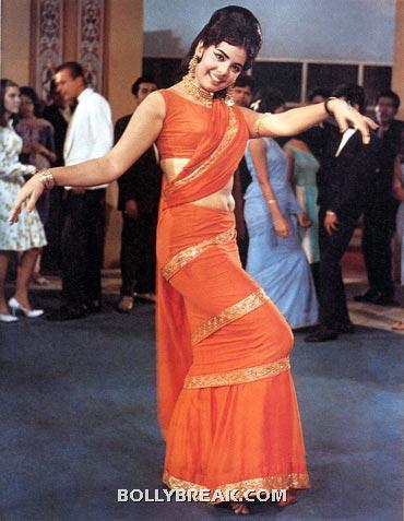 Mumtaz shakes in this orange sari which became very popular among the women of india after the release of this movie - Memorable bollywood outfits over the years- hot!!