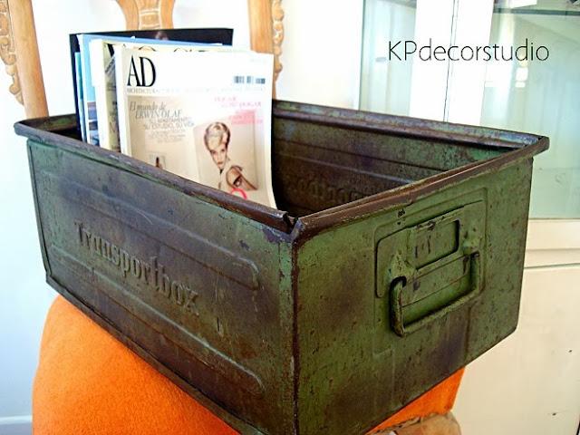 Revisteros vintage online. Cajas de metal de fábricas estilo industrial