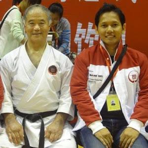 bersama IOGKF saiko-shihan, sensei MORIO HIGAONNA, 10th DAN