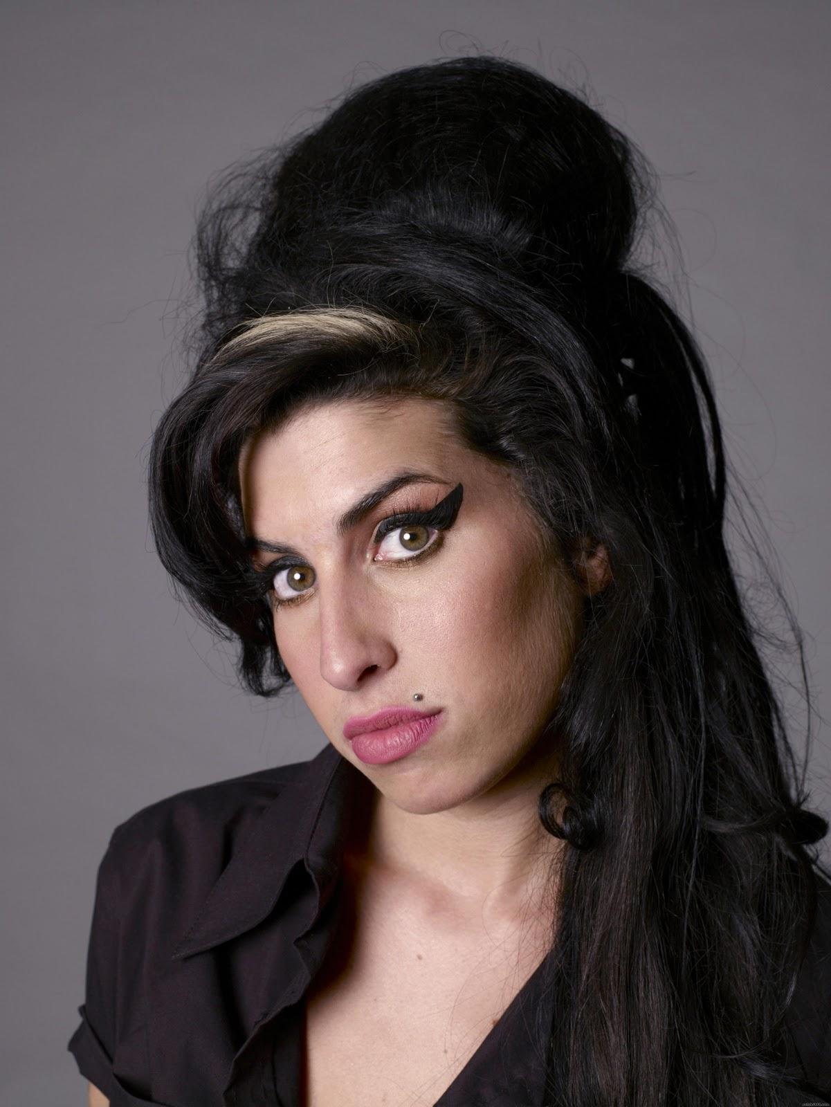 http://3.bp.blogspot.com/-8jCqk_RGZuA/Ttlux2KfeFI/AAAAAAAAAiE/oKolfxtd40k/s1600/Amy-Winehouse-wallpaper-4.jpg